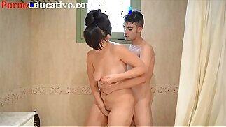 Nikki Little e Miquel Duque fanno sesso nella doccia dietro le telecamere