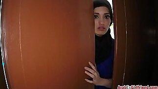 Bella moglie araba lasciata dal marito ha deciso di vendere il suo rasato stretto p-per-sesso-3