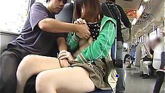 Sesso asiatico pubblico giapponese in treno