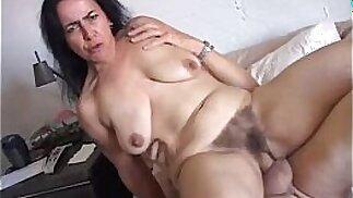 La bella pupa matura Nina gode di una scopata dura